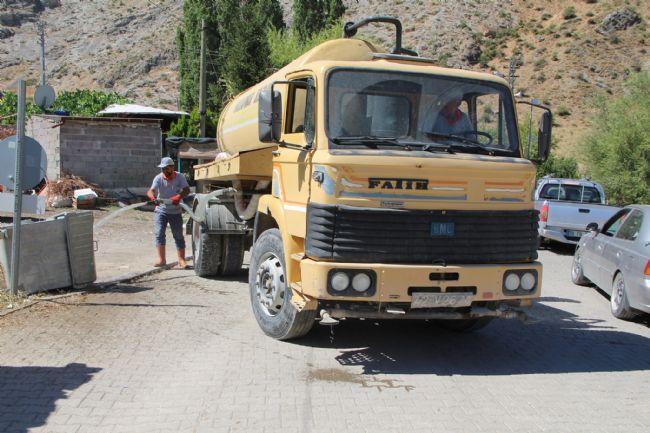 Halkapınar belediye başkanı Bakkal Dezenfekte Çalışması Başlattı