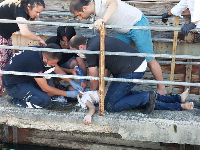 İVRİZ'DE SUDAN KURTARILAN ÇOCUK YAŞAM MÜCADELESİ VERİYOR