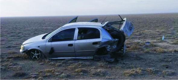 Kontrolden çıkan hafif ticari araç tarlaya uçtu: 3 yaralı