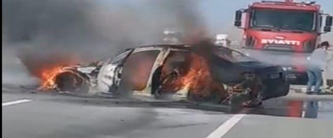 Ereğli'de seyir halindeki araç yandı