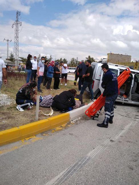 Ereğli'de hafif ticari araç ile iş makinesi çarpıştı: 4 yaralı